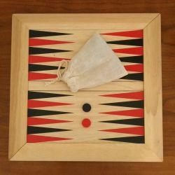 02- Jeu de Backgammon avec plateau et pion en bois