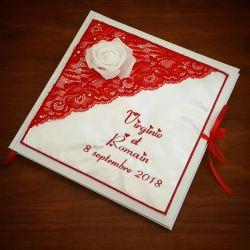 livre d'or personnalisé pour un mariage avec roses et dentelle, avec vos prénoms brodés (thème et couleur au choix)