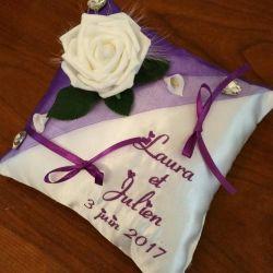 Coussin de mariage / porte-alliances personnalisé, avec orchidée, brodé avec les prénoms des futurs mariés- Coloris et thème du